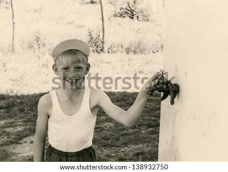 Vintage photo of little boy (thirties)