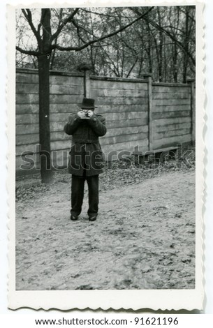 Vintage photo of man photographing (fifties)