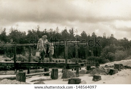 Vintage photo of mother and daughter on bridge (fifties)