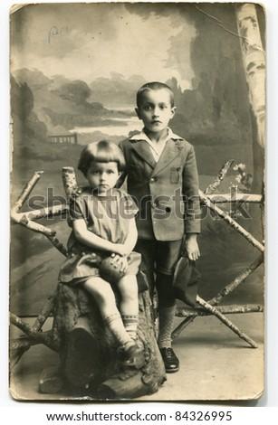 Vintage photo of siblings (twenties)