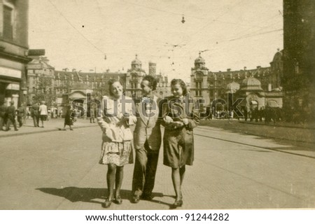 Vintage photo of two women and a man (forties)