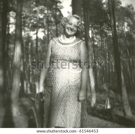 Vintage photo of young woman (early fifties)