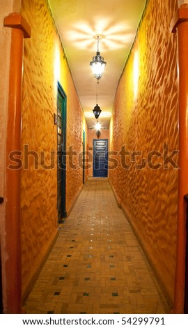 vintage residential corridor ( photo )
