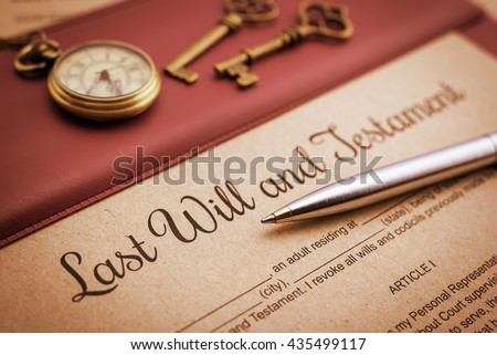 Vintage / retro style : Blue ballpoint pen, antique pocket watch, two brass keys and a last will and testament on a vinyl desk pad. A form is waiting to be filled and signed by testator / testatrix. Foto stock ©