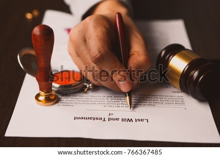 Vintage / retro style with a long shadow : Fountain pen, a pocket watch on a last will and testament. A form is printed on a mulberry paper and waiting to be filled and signed by testator / testatrix Foto stock ©