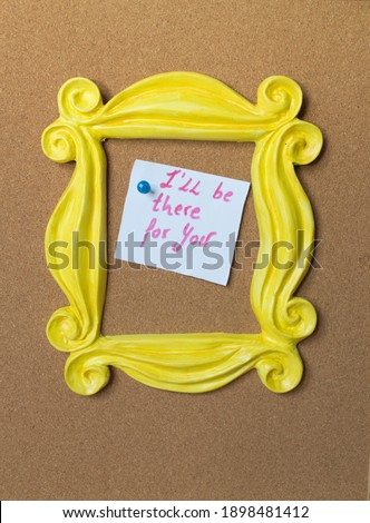 Vintage yellow photo frame or mirror frame from the Friends series. Framing the phrase I 'll be there for you. Cork background. Stock fotó ©