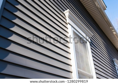 vinyl siding and new windows on residential home; real estate background concept with space for text Foto stock ©
