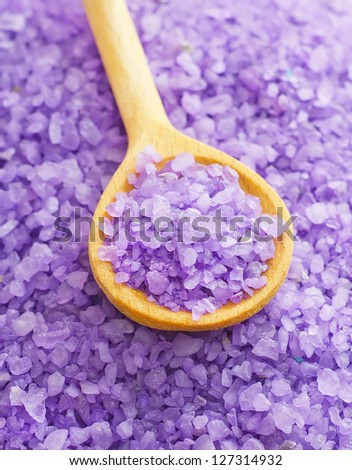 Violet sea salt for spa in wooden board