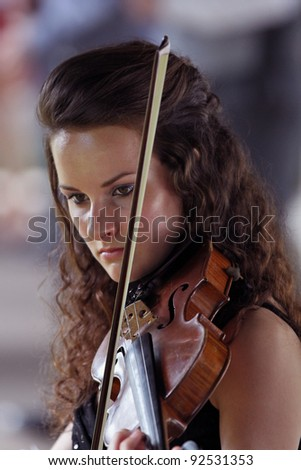 Violinist in performance - teen