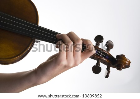 Violinist playing the violin close of the hand and fingers