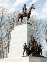 Virginia Monument and Robert E. Lee statue