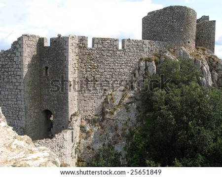 Visit castle of Peyrepertuse in images, country cathare, France