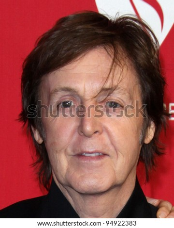 vLOS ANGELES - FEB 10:  Paul McCartney arrives at the 2012 MusiCares Gala honoring Paul McCartney at LA Convention Center on February 10, 2012 in Los Angeles, CA