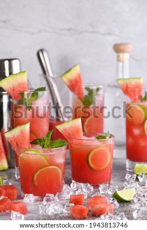 Vodka 'Watermelon Cocktail' - made from fresh chilled watermelon, coconut sugar, fresh lime juice and vodka. Enjoy this light, refreshing, summer party cocktail Zdjęcia stock ©