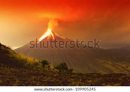 volcano erupting nature ecuador disaster volcan lava landscape tungurahua mountain active long exposure of tungurahua volcano exploding in the night of 29 11 2011 ecuador shot with canon eos mark iv c