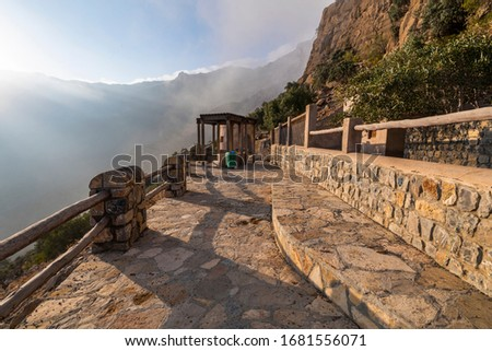 Wakan village is a small mountain village with beautiful terraced gardens overlooking the surrounding mountains above and Wadi Mistal below. Wakan village is part of Wilayt South Batina, Oman Foto stock ©