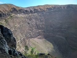 Walk on the crater of the volcano Vesuvius