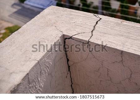 Wall Creaks by earth quake Foto d'archivio ©