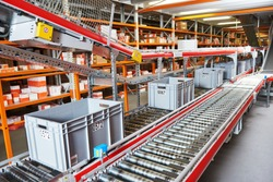 warehouse management system. Conveyer with automaticaly moving boxes