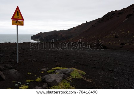 """Warning sign: """"Hot"""" on the volcanic Heimaey island, Iceland"""