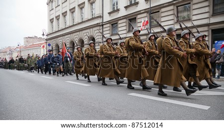 WARSAW - NOVEMBER 11 : Historical polish soldiers parade celebrating the 92nd Polish Independence Day on NOVEMBER 11, 2010 in Warsaw, Poland