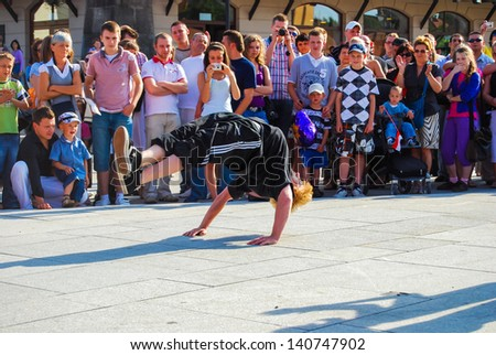 WARSAW, POLAND - JUNE 11: Break-dance on Castle Square, on June 11, 2009 in Warsaw, Poland.