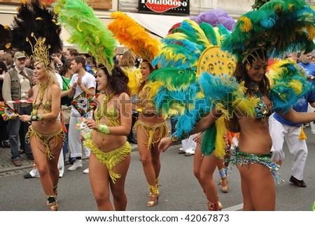 WARSAW - SEPTEMBER 5: Participants in the Carnival Parade - Bom Dia Brasil. September 5, 2009 in Warsaw, Poland.