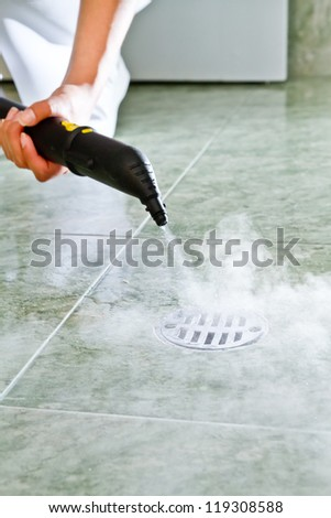 Washing bathroom with steam cleaner