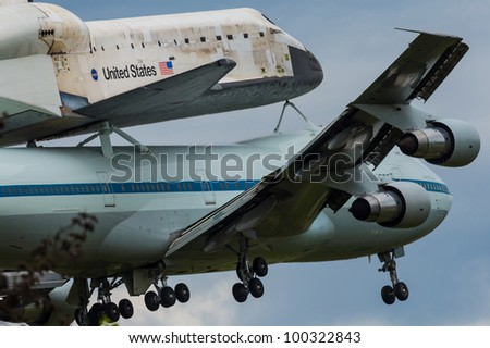 space shuttle discovery at dulles airport - photo #39