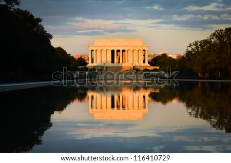 Washington DC, Lincoln Memorial and mirror reflection on the pool at evening