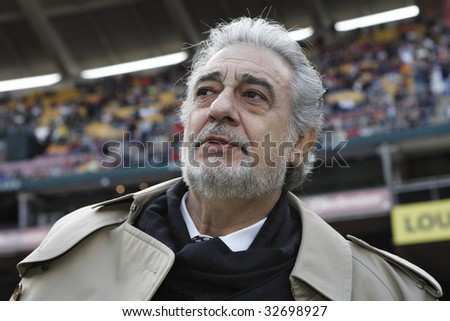 WASHINGTON, DC - NOVEMBER 18:  Placido Domingo gets ready to sing the national anthem prior to the MLS Cup  between the Houston Dynamo and New England Revolution November 18, 2007 in Washington, DC.