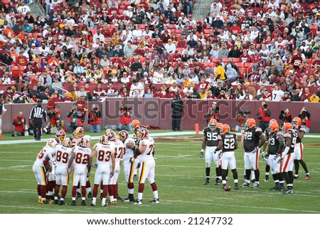 Washington, DC - October 19: Cleveland Browns defending against Washington Redskins at Fedex Stadium in Washington, DC, on OCtober 19, 2008. Redskins won 14-11