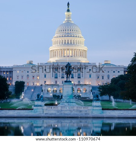Washington DC, US Capitol Building in a cloudy sunrise ストックフォト ©