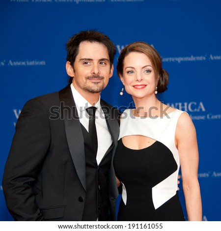 WASHINGTON MAY 3: Brad Paisley and wife Kimberly arrive at the White House Correspondents' Association Dinner May 3, 2014 in Washington, DC