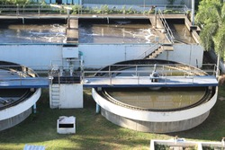 Wastewater treatment pond for recycle dirty sewage water