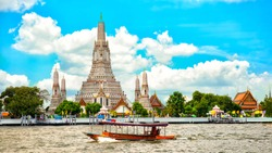 Wat Arun or Wat Arun Ratchawararam is an important temple in Bangkok. Located by the Chao Phraya River Nearby there is a pier that can travel to Wat Pho.