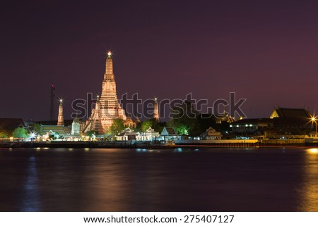 Wat Arun temple is the famous sightseeing place in Bangkok.