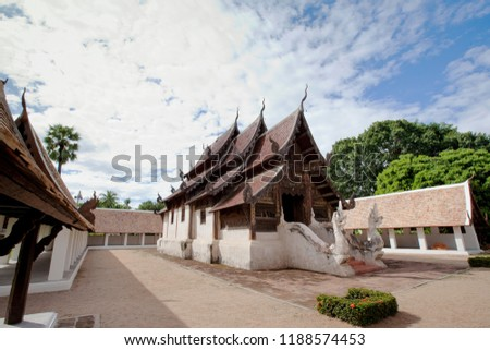 Wat Changwat (Wat Inthanawat) is an ancient temple that is important in the past. It is a parade of Sri Chom Thong. From Chom Thong to Chiang Mai. #1188574453