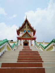 Wat Khao Kao Seng located at the hill top of Songkhla beach. It was a prominent temple among the local fishermen.
