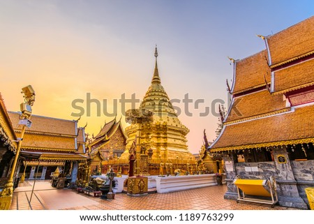 Wat Phra That Doi Suthep with golden morning sky, the most famous temple in Chiang Mai, Thailand Foto stock ©