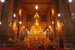 Wat Po, The Temple of reclining buddha,  at night,  Bangkok, Thailandia.