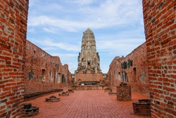 Wat Rat Burana dungeon prang. People can also go down and watch murals Department outlawed the early Ayutthaya period. Wat Rat Burana is measured tourists visit on a regular basis.thailand