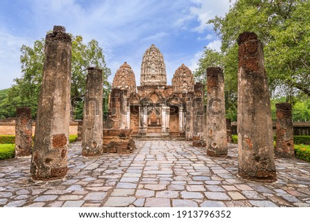 Wat Sri Sawai, ancient temple with three top pagoda in Sukhothai Historical Park, Thailand, UNESCO World Heritage site. Foto stock ©