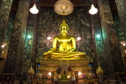 Wat Suthat, Bangkok - photo a big golden Buddha statue inside the temple