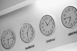 Watches dial plates diferent time zones on the wall