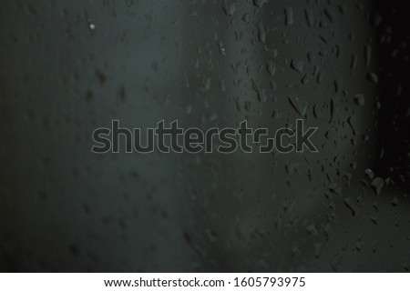 Water droplets that adhere to clear glass