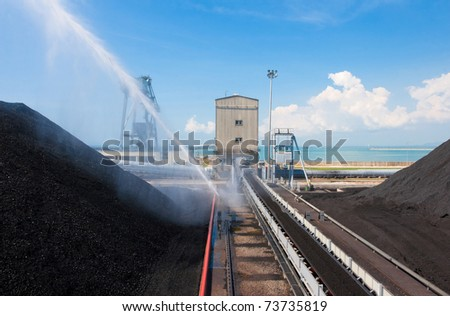 Water pumps injection water to the mass of lignite to make it cooler in a hot day