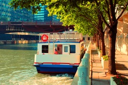 Water taxi on the Chicago River