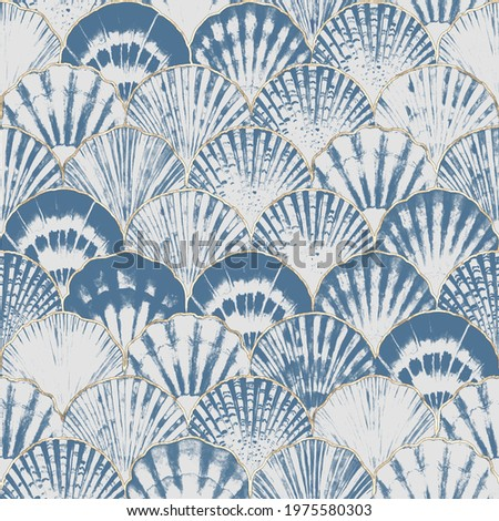 Watercolor sea shell japanese waves seamless pattern. Hand drawn seashells texture iocean background with gold line. Watercolour marine illustration. Print for wallpaper, fabric, textile, wrapping. Imagine de stoc ©