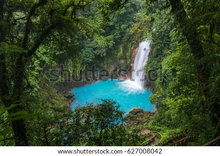 Waterfall and natural pool with turquoise water of Rio Celeste, Costa Rica Foto d'archivio ©
